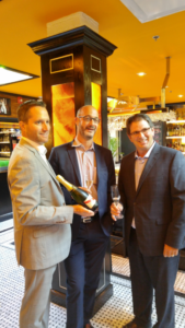 Didier Mariotti,avec Charles Salvas et Philippe Gougeon,de l'agence Corby (Pernod-Ricard)
